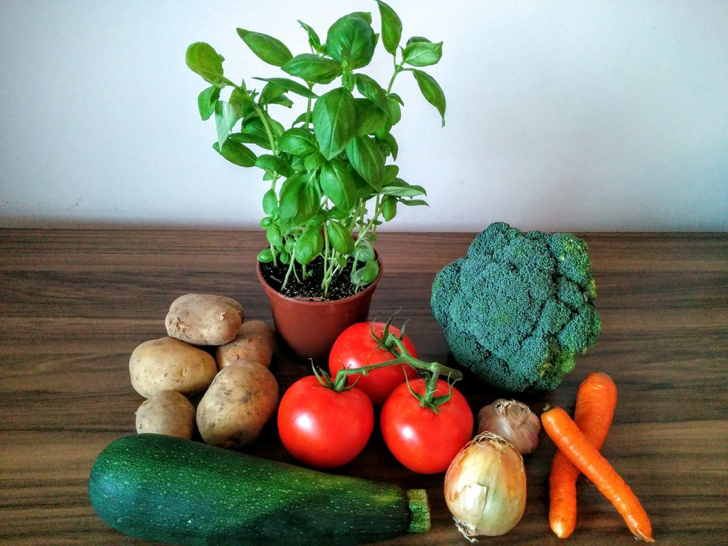 Ingredients for quick and easy vegetable soup which everyone will love